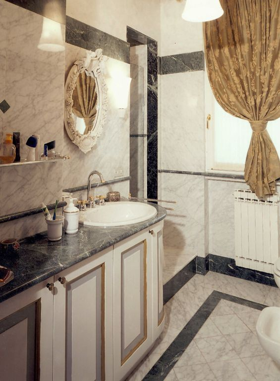 Realization of tailored bathrooms in marble: tops, sinks ...