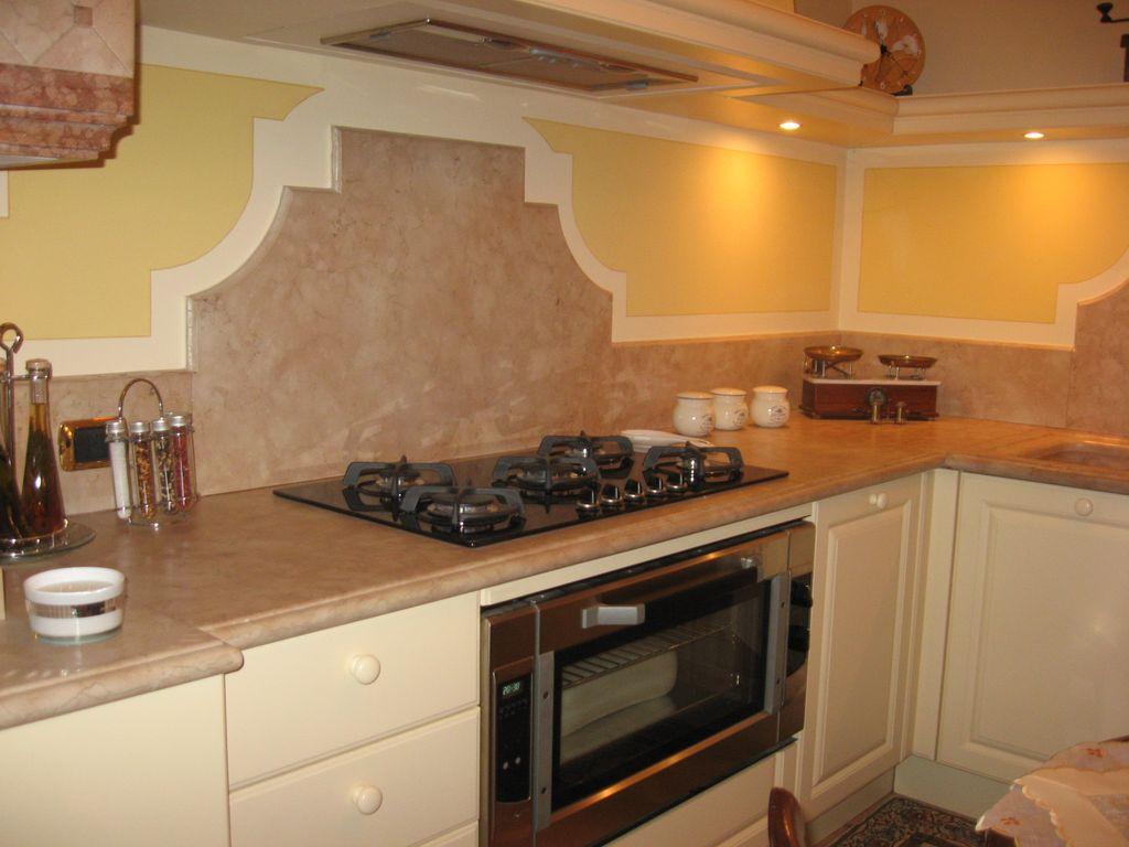 Marmi graniti colosio realizza piani lavelli e tavoli in marmo per cucine - Piani cucina marmo ...