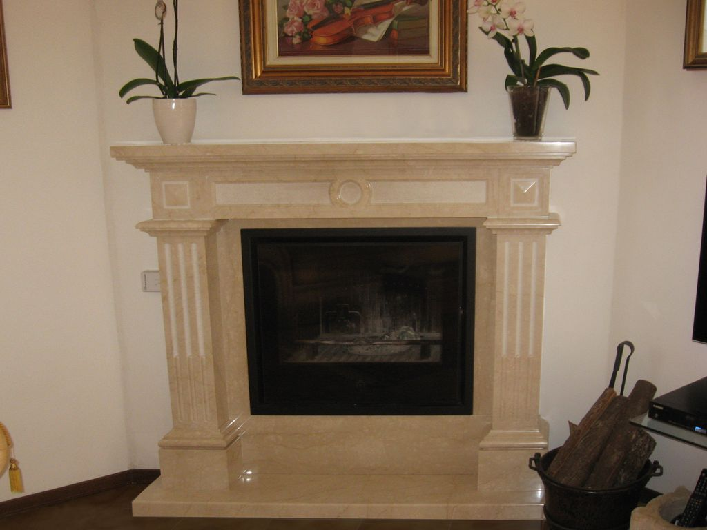 Camino Classico In Marmo realization of fireplace coverings with classic or modern